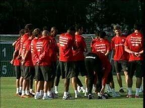 Diferente da fase desfalcada, Fernandão dispõe de três opções para o ataque - Técnico tem dúvida entre Fred e Rafael Moura.