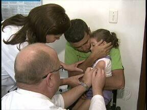 Pais procuram postos de saúde para colocar em dia a vacinação dos filhos - Campanha vai até sexta-feira