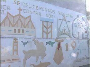 """Artista usa os muros de Cianorte para expor suas obras - O artista plástico Sebastião Nunes Moraes se transformou em um """"escultor de paredes"""" há dois anos."""