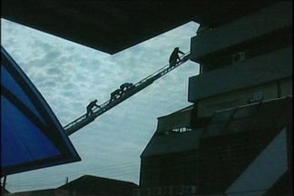 Telespectador registrou o resgate de 4 pessoas do shopping center em Ijuí - Apesar do susto ninguém ficou ferido.