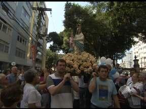 Devotos celebram Assunção da Virgem Maria com procissão em Salvador - Fiéis saíram da Igreja dos Aflitos até o bairro da Vitória na manhã do último domingo.