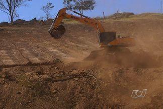 População sofre com o aumento da poeira no tempo seco em Goiás - O tempo seco, típico desta época do ano, castiga a população. Imagine a situação de quem mora perto de indústrias e de construções que fazem aumentar ainda mais a poeira.