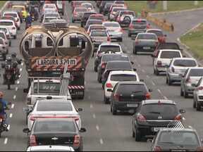 Buscar soluções para o trânsito de Salvador é um dos desafios do próximo prefeito - Confira a reportagem da série 'Eleições 2012'.
