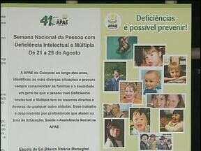 Começa a semana nacional das pessoas com deficiência - Nesse primeiro dia panfletos educativos foram entregues nas ruas de Cascavel.