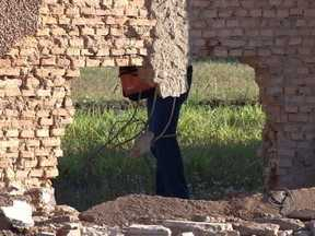 Bandidos explodem muro de penitenciária e dezenas de presos fogem - O barulho de uma explosão, seguida de tiroteio, assustou os moradores do bairro Pascoal Ramos, em Cuiabá. Bandidos explodiram parte do muro da Penitenciária Central do Estado E dezenas de presos fugiram.