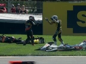 Piloto dá um soco em competidor que causou acidente na Moto 3 - Finlandês foi desclassificado da prova por conduta antidesportiva.