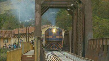Moradores de Lavras fazem viagem de trem até Ribeirão Vermelho - Moradores de Lavras fazem viagem de trem até Ribeirão Vermelho