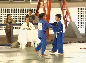 Academia em Manaus realiza troca de faixas no judô - Academia em Manaus realiza troca de faixas no judô.