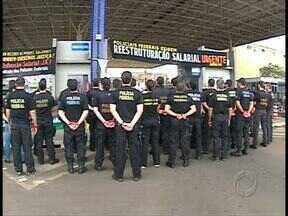 Policiais federais e rodoviários federais paralisaram o trabalho - Hoje no lugar da operação padrão, eles cruzaram os braços.
