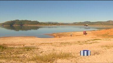 Bombeiros encontram mãe e filha mortas em Paraibuna (SP) - Elas se afogaram na represa da cidade neste fim de semana.