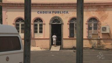 Presos serram grades e fogem de cadeia no Centro de Manaus - Nove detentos fugiram por volta de 13h da Cadeia Pública da cidade. Sejus abriu sindicância para apurar como ocorreu a fuga.