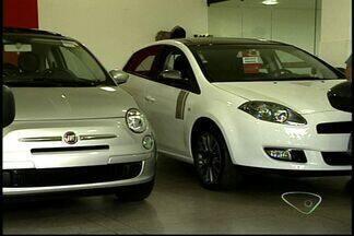 Faltam carros nas concessionárias de Colatina, no ES - Redução do IPI fez procura aumentar. Em algumas lojas, há listas de espera.