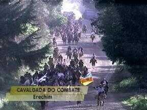 Mais de 130 cavalarianos fazem 'Cavalgada do Combate' em Erechim, RS - Cavalgada relembra combate ente maragatos e chimangos.