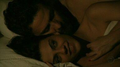 Rodrigo e Miriam trocam juras de amor - Eles curtem cada segundo juntos