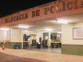 Delegacias do DF reduzem os serviços por causa da greve - As delegacias estão funcionando com apenas 30% dos policiais. Durante a madrugada (24), algumas ficaram com os balcões vazios. Apenas casos em flagrante estão sendo atendidos.