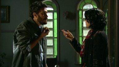 Amor Eterno Amor - Capítulo de sexta-feira, dia 24/08/2012, na íntegra - Rodrigo arma para desmascarar Elisa