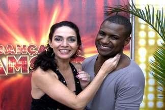Paso doble: veja a expectativa de Claudia Ohana e Rodrigo Simas - Finalistas do quadro pedem votos aos fãs.