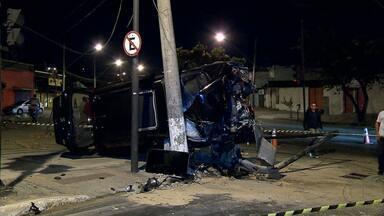 Carro arranca semáforo, bate em poste e motorista sai ileso - Acidente foi na Avenida Pedro II, no bairro Padre Eustáquio, na Região Noroeste de Belo Horizonte.