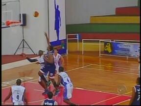 Bauru Basquete atropela Franca na terceira vitória consecutiva no Paulista - O Bauru venceu o Franca por 89 a 72, na noite desta quinta-feira, no ginásio Panela de Pressão, e confirmou sua posição de favorito ao título do Paulista masculino de basquete. A equipe segue invicta na competição.