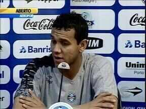 Grêmio não tem do que reclamar do 'mês do desgosto' - Equipe se aproximou do líder do Brasileiro, o Atlético-MG.