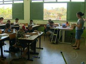 Pesquisa da Unicef analisa por que milhares de crianças estão fora das escolas - Segundo a pesquisa, a dificuldade de acesso às escolas nas áreas rurais do Brasil é um dos motivos que contribuem para aumentar o abandono escolar. A gravidez na adolescência e a violência também influenciam.