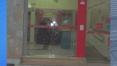 Polícia surpreende bandidos arrombando caixa eletrônico em Campanha - Polícia surpreende bandidos arrombando caixa eletrônico em Campanha