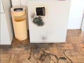 Dois caixas eletrônicos são atacados na Grande Florianópolis - Um ataque foi em Rancho Queimado e outro ocorre na parte continental de Florianópolis.