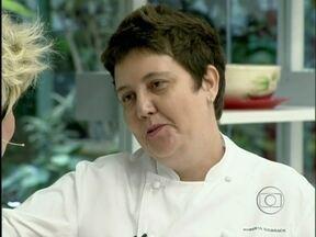 Sudbrack vai às compras de ingredientes simples para a alta gastronomia - Chef dá dicas para escolher quiabo: 'Quebrar as pontinhas'