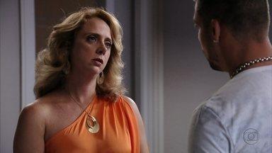 Ivana acusa Nina de tentar seduzir os homens de sua família - Jorginho tenta defender a namorada e pede segredo para a tia
