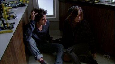 Malhação - Capítulo de segunda-feira, dia 10/09/2012, na íntegra - Lia e Dinho percebem que têm muito em comum