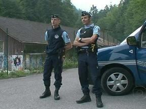 Misterioso assassinato mobiliza autoridades da Inglaterra e França - Um passeio de uma família britânica nos Alpes Franceses, acabou em tragédia. O misterioso assassinato de quatro pessoas ainda está sendo investigado pelas autoridades da França e da Inglaterra.