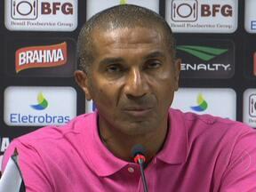Cristóvão Borges pede demissão do Vasco - O técnico pediu para sair do clube após os maus resultados da equipe no Campeonato Brasileiro. Ele chegou a comandar o treino na tarde desta segunda (10). O auxiliar, Gaúcho, assume o time na partida contra o Palmeiras nesta quarta.