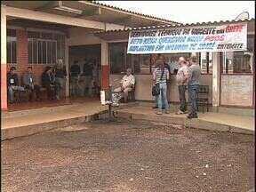 Técnicos em greve impedem entrada de alunos e professores da Unioeste - Em Cascavel, alunos ficaram sem aula hoje.