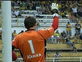 Principais goleiros do país apóiam Michel Alves após falha na Série B - Arqueiro colcoou a bola pare dentro no confronto contra o América-MG em Santa Catarina.