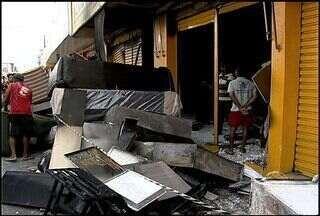 Incêndio destrói uma loja de móveis no Centro de Aracaju - Ninguém ficou ferido, mas o proprietário perdeu tudo. Para piora a lçoja não tinha seguro