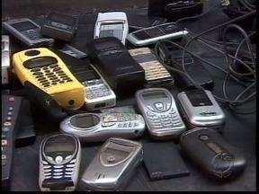 Uso maior de celulares fez crescer mercado de assistência técnica e venda de sucata - Lixo eletrônico é devolvido para fabricantes ou vendido para ser reciclado no Japão