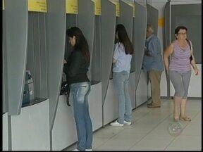 MPF cobra da Polícia Federal mais exigência na segurança de bancos em Marília - Em Marília, as agências bancárias possuem segurança armado e porta giratória com detector de metal, além de câmeras. Mas nem sempre o equipamento funciona como comprova um laudo da Justiça.