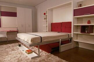 Móveis multiuso são usados na decoração de pequenos espaços - Com dupla função, móveis são usados por quem tem pouco espaço. Entre os exemplos, estão um escritório que pode se tranformar em quarto de hóspedes e um sofá que vira uma beliche.