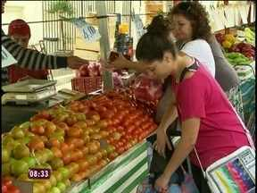 Conheça os vilões da cesta básica e saiba como substitui-los na refeição - Tomate é o responsável pelo aumento do preço da cesta em várias capitais