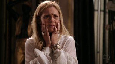 Carminha distorce o passado e desmoraliza Nina para a família de Tufão - Muricy fica perplexa com as acusações da nora. Ivana promete se vingar da cozinheira. Janaína não se conforma com as acusações da patroa
