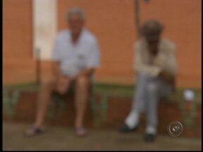 Secretaria investiga maus-tratos contra idosos em Bauru, SP - Uma parceria entre a Secretaria do Bem Estar Social de Bauru (SP) e o Ministério Público investiga e dá assistência a idosos que sofreram maus tratos na cidade.