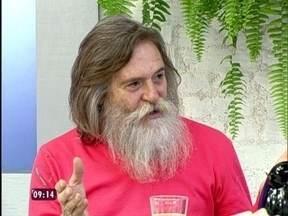 Ator conta que passa xampu especial para barba e brinca: 'Vou colocar a leilão' - José de Abreu também fala da relação com os funcionários do Projac