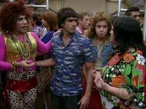 Senhora acusa Janete de tirar inocência do filho - Dona Ivone interrompe papo da babuína com Valéria
