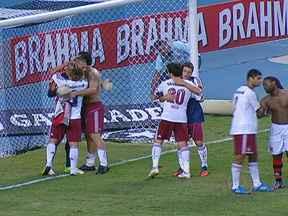 Fluminense ganha mais uma e segue líder isolado no Brasileirão - O Fluminense venceu o Flamengo por 1 a 0 e abriu seis pontos de vantagem para o segundo colocado. O Botafogo perdeu para o Bahia, o Corinthians venceu o Sport e São Paulo e Coritiba empataram.