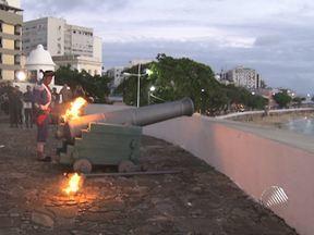 Cerimônia no Forte de São Diogo comemora aniversário da VI Região Militar - Um tiro de canhão foi disparado, como parte das comemorações.