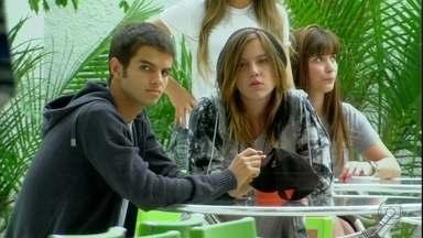 Malhação - Capítulo de quinta-feira, dia 04/10/2012, na íntegra - Lia pede Gil em namoro