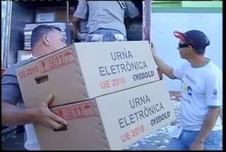 Domingo de eleições em Montes Claros é movimentado - O transporte das urnas eletrônicas começou pela madrugada. Antes das 6h, policiais e servidores da Justiça Eleitoral estavam a postos para o trabalho.