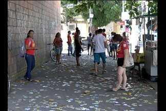 Ruas de Belém ficam sujas com material de campanha eleitoral - Cidade amanheceu com panfletos espalhados pelo chão.