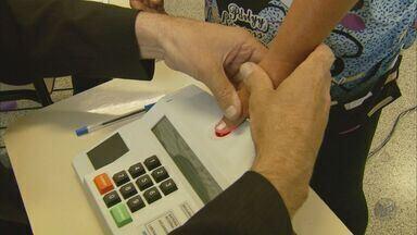 Eleitores de Itapeva (MG) e Marmelópolis (MG) votam pela primeira vez pela urna biométrica - Eleitores de Itapeva (MG) e Marmelópolis (MG) votam pela primeira vez pela urna biométrica