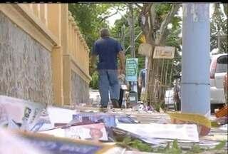 Sujeira toma conta das ruas de Rio das Ostras, RJ, depois das eleições - Em todas as cidades, uma quantidade enorme de santinhos fica espalhada pelas ruas.